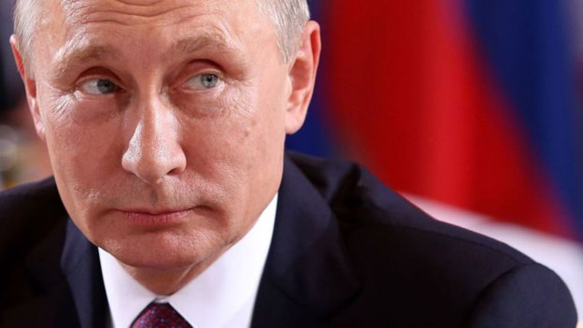 Putin Offers to Give Congress Transcripts of Russia's Meeting With Trump in the Oval Office