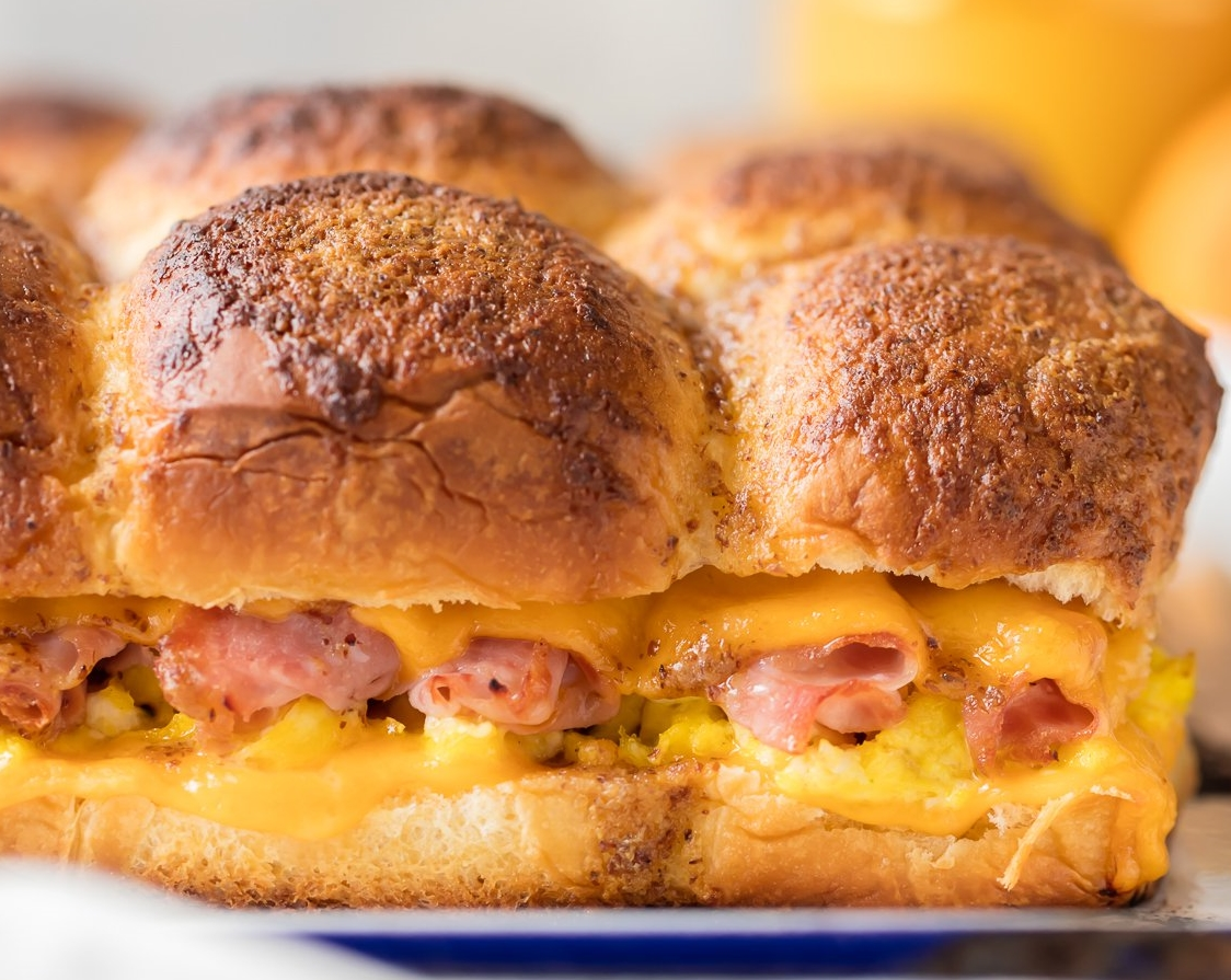 CHEESY BAKED BREAKFAST SLIDERS