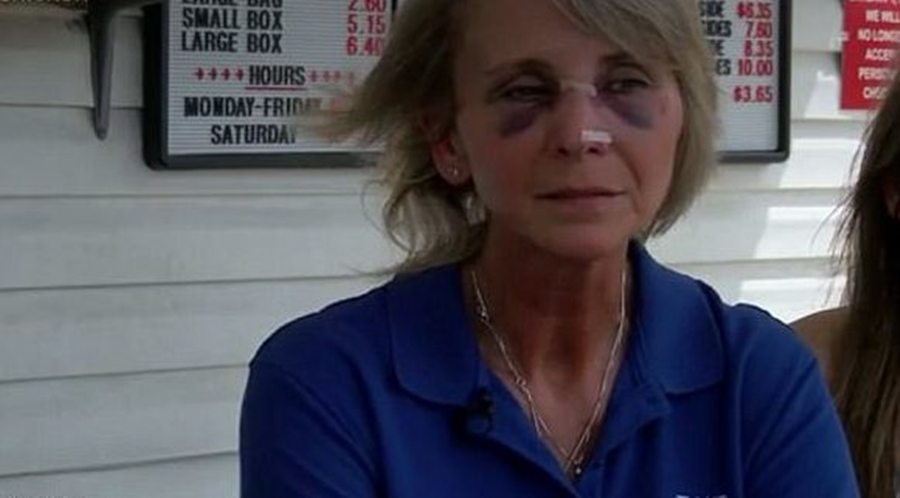 Two Diners BEAT Restaurant Owner and Teenage Daughter Because of Order [VIDEO]